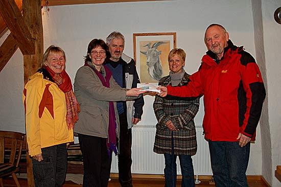 Tischtennis Verein Muckenschopf übergibt Spende an Spastikerverein Offenburg