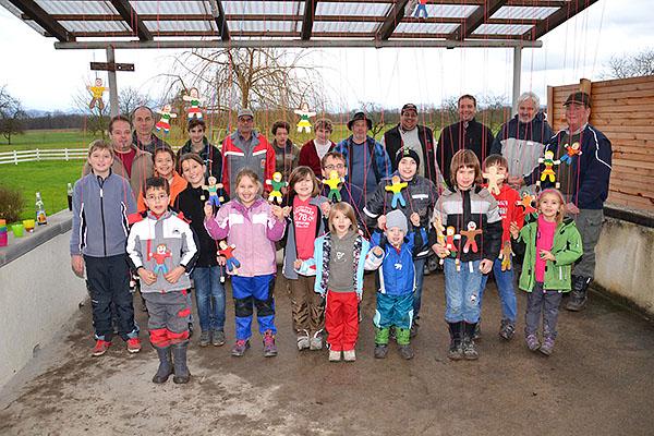 Kinder Bastelaktion im Feuerwehr Gerätehaus