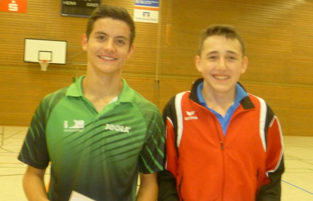 Siegerehrung bei den Bezirksmeisterschaften nicht ohne den TTV Muckenschopf – Doppelter Titelgewinn für Tim Julian Oelze