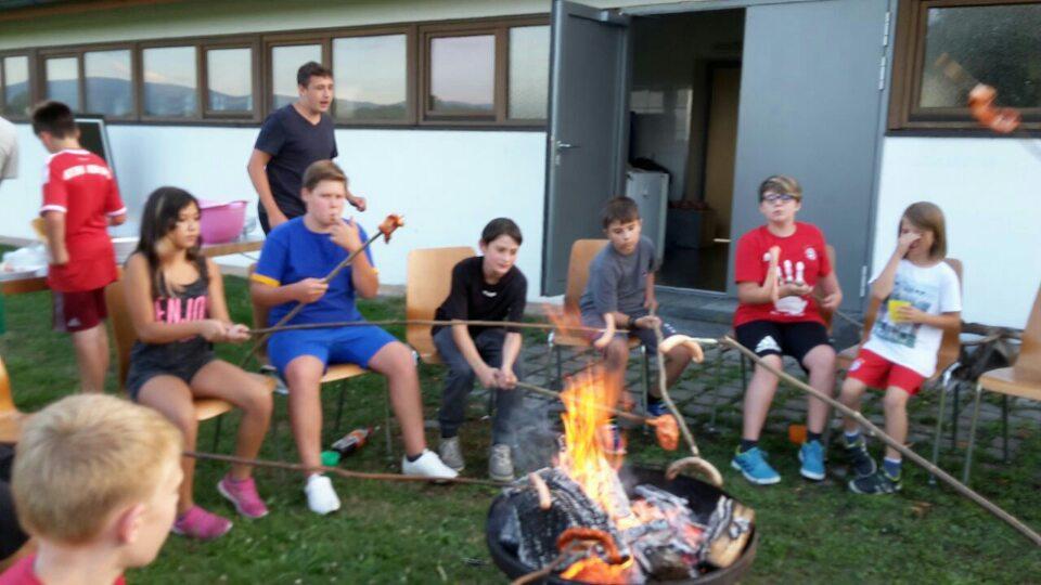 Zelten der Vereins-Jugend fand in trockener Halle statt