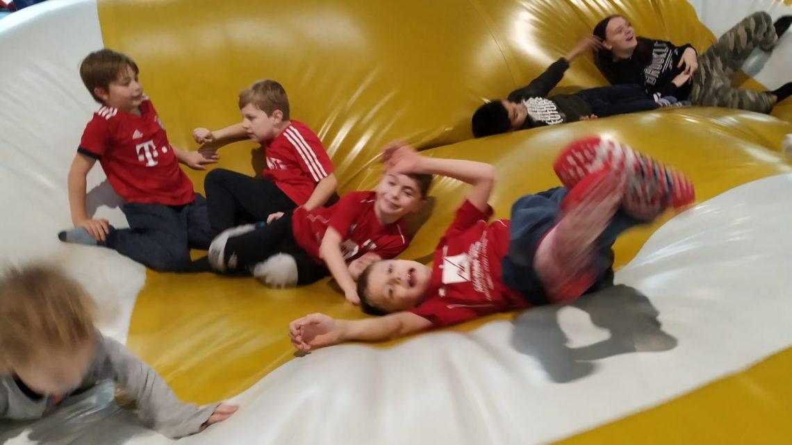 Besuch im Indoor Spielplatz in Bühl und im Europabad in Karlsruhe
